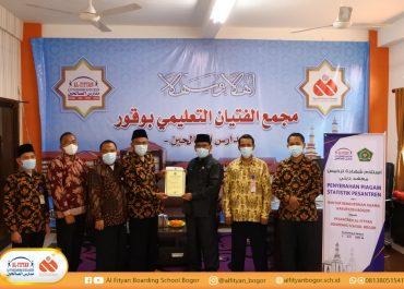 Penyerahan Piagam Statistik Pesantren Al-Fityan Boarding School Bogor